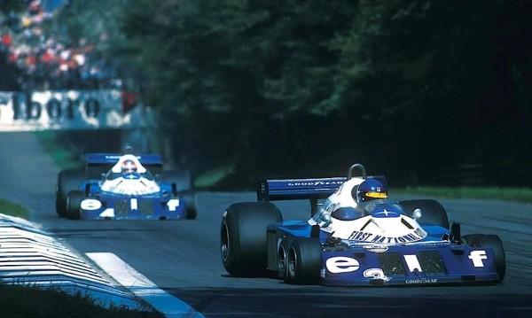 F1-TYRRELL-P34-Ronnie-Peterson-et-Patrick-Depailler-à-Monza-en-1977-au-volant-de-leu-P34-4.