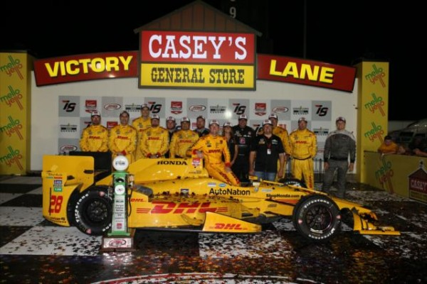 INDYCAR-2015-IOWA-Victory-lane-pour-HUNTER-REAY-