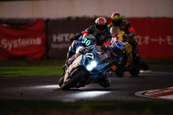 MOTO-2015-8-HEURES-DE-SUZUKA-La-SUZUKI-3éme-du-Team-KAGAYAMA.