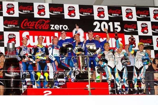 MOTO-2015-8-HEURES-DE-SUZUKA-un-podium-de-teams-locaux-Photo-Michel-Picard