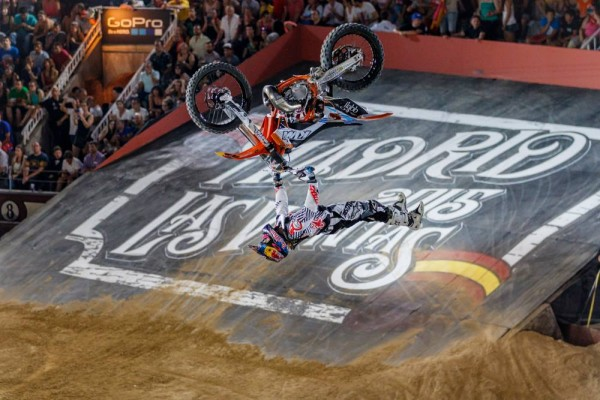 MOTO-RED-BULL-X-FIGHTERS-2015-MADRID-2-LEVI-SHERWOOD