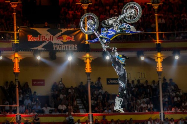 MOTO-RED-BULL-X-FIGHTERS-2015-MADRID-3-CLINTON-MOORE