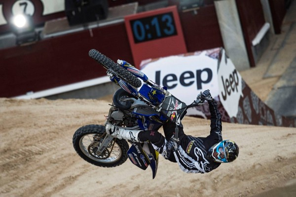 MOTO-RED-BULL-X-FIGHTERS-2015-MADRID-CLINTON-MOORE