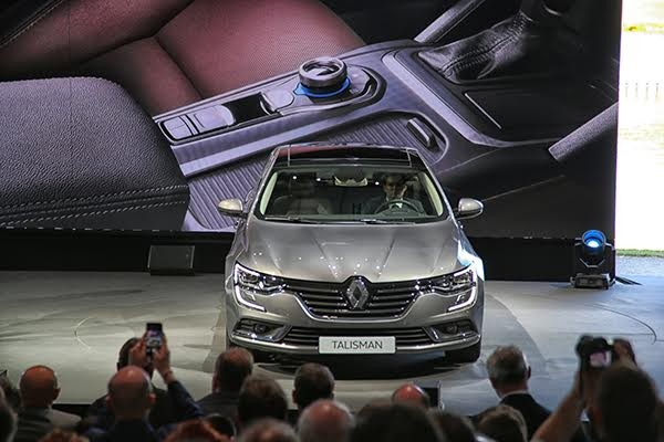 RENAULT-TALISMAN-Présentation-au-Chateau-de-CHANTILLY-Photo-Gilles-VITRY