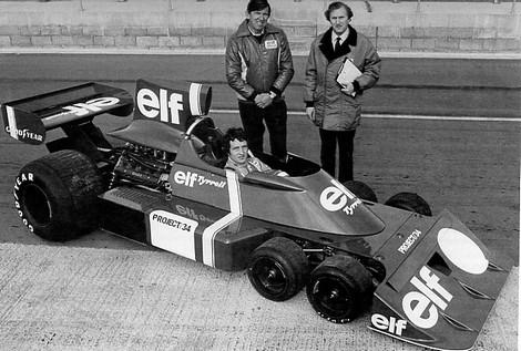TYRELL-P34-Derek-Gardner-et-Ken-Tyrrel-Patrick-Depailler-au-volant