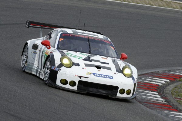 WEC-2015-NURBURGRING-team-MANTHEY-PORSCHE-911-RSR-N°-91-Richard-LIETZ.j