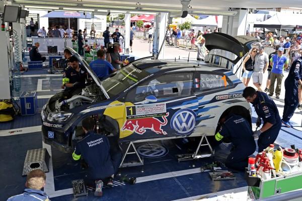 WRC 2015 POLOGNE Assistance Equipe VW POLO WRC de Sebastien OGIER