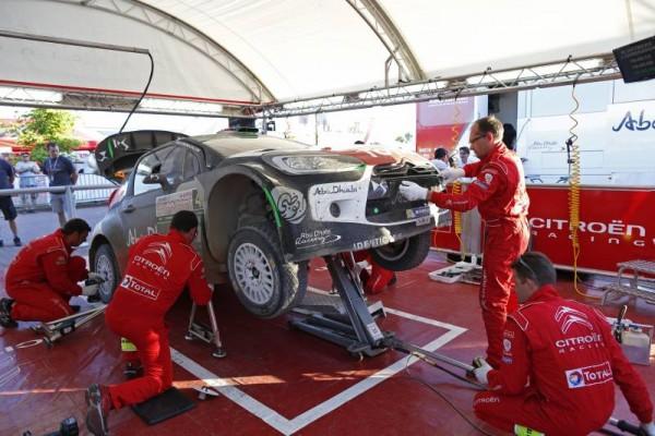 WRC-2015-POLOGNE-CITROEN-DS-3-Kris-MEEKE-Paul-NAGLE-Remise-en-etat-apres-ses-quatre-tonneaux