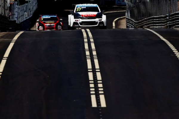 WTCC 2015 VOLA REAL - JOSE MARIA LOPEZ devant TOM CHILTON