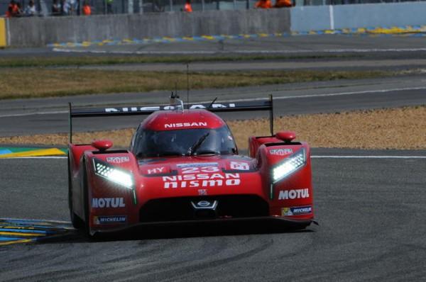 24 Heures du Mans 2015 - Samedi Nissan 23 partie des stands - Photo Patrick Martinoli.