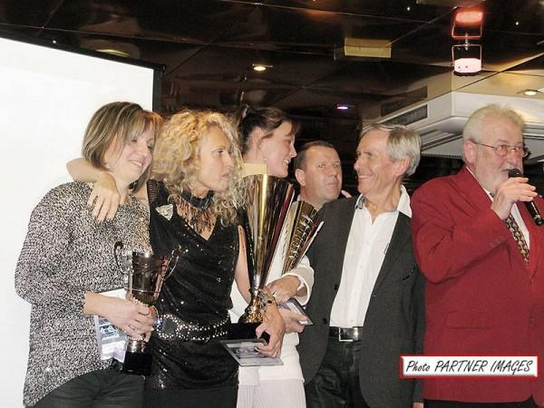 Bernard-Desray-avec-Jean-Paul-Calmus-Patrick-Morisseau-Cécile-Cante-Martine-Hubert-et-Estel-Bouche-à-la-remise-des-prix-Top-Montagne-en-novembre-2013.