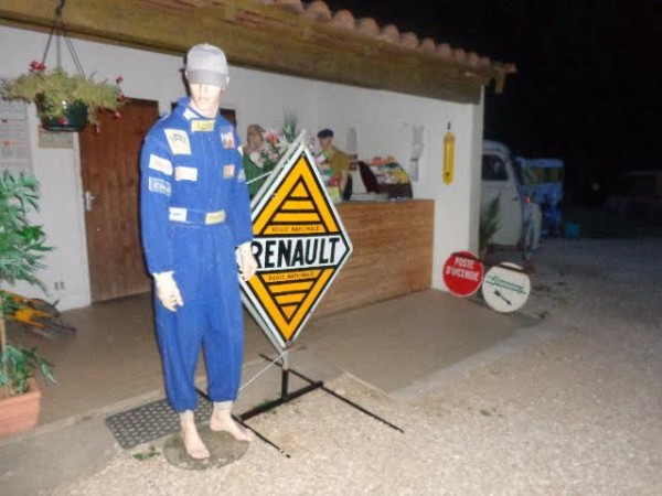 CAMPING-RETRO-LA-GAMBIONNE-a-GOUDARGUES-dans-le-GARD-L-ACCUEIL