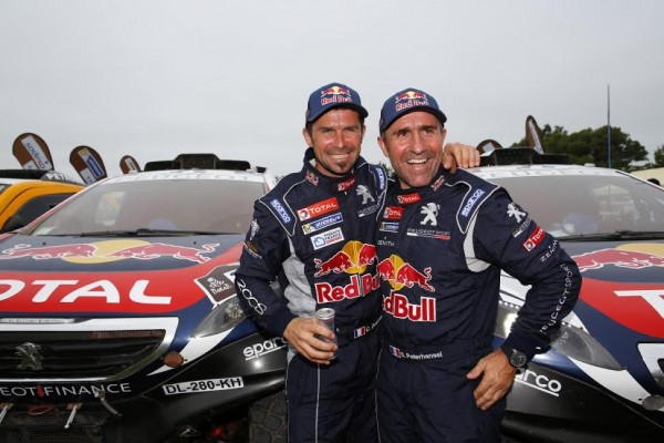 CHINA-GRAN-RALLY-2015-Les-PEUGEOT-Boys-CYRIL-DESPREZ-et-STEPHANE-PETERHANSEL