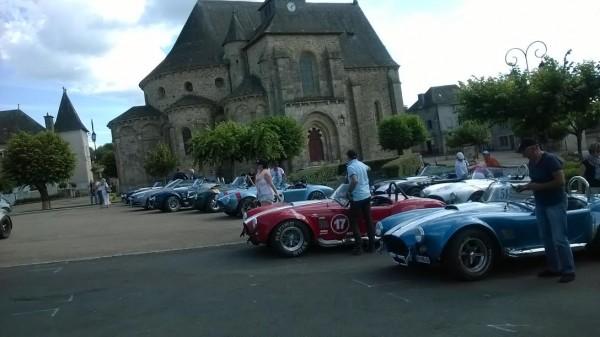 CORREZE-Juin-2015-Le-CLUB-COBRA-devant-ABBATIALE-de-VIGEOIS