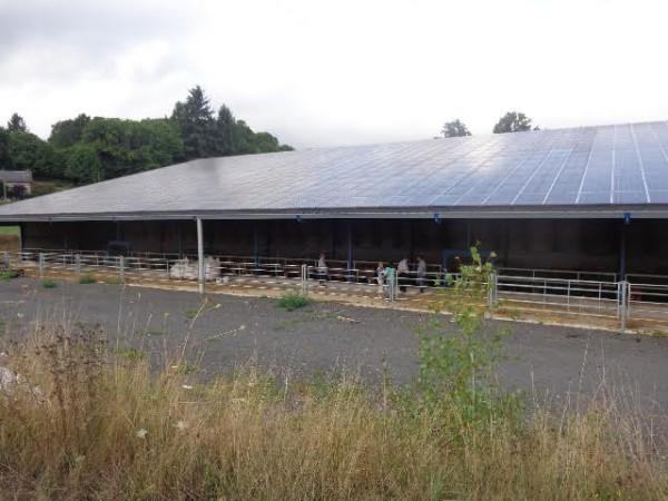 CORREZE-Le-toit-Photovoltaique-de-l-exploitation-de-JEAN-MARC-CHASTRE-a-VIALLEVALEIX-