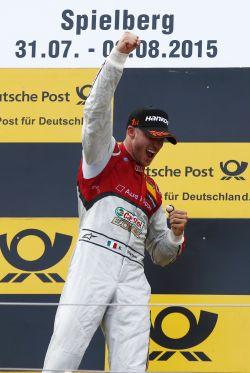 DTM-2015-RED-BULL-RING-MORTARA-sur-le-podium-apres-sa-victoire-le-1er-aout.