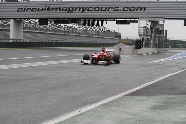 F1-MAGNY-COURS-JEUDI-13-septembre-2012-Rookie-Test-FERRARI-JULES-BIANCHI-jeudi-passerelle-depart-photo-Gilles-VITRY-autonewsinfo