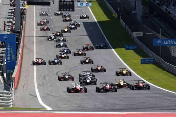 F3 2015 RED BULL RING LE DEPART DE LA 1ére COURSE.