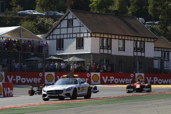 GP2 2015 SPA Safety car avanbt le drapeau rouge suite au crash de Daniel de JONG au cours du 4éme tour