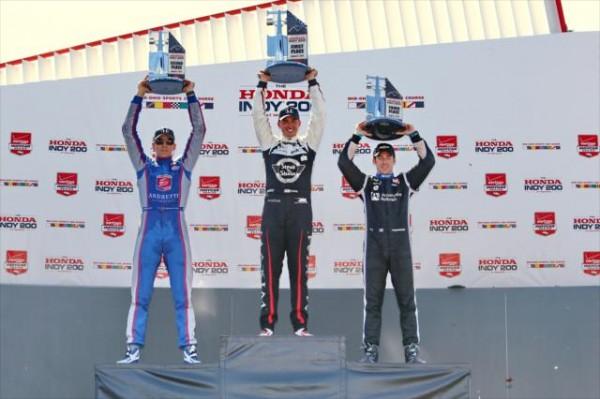 INDYCAR-2015-MID-OHIO-La-victoire-pour-GRAHAM-RAHAL-sur-le-podium-avec-JUSTIN-WILSON-et-SIMON-PAGENAUD.