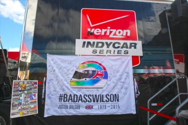 INDYCAR-2015-SONOMA-29-AOUT-HOMMAGE-A-JUSTIN-WILSON.
