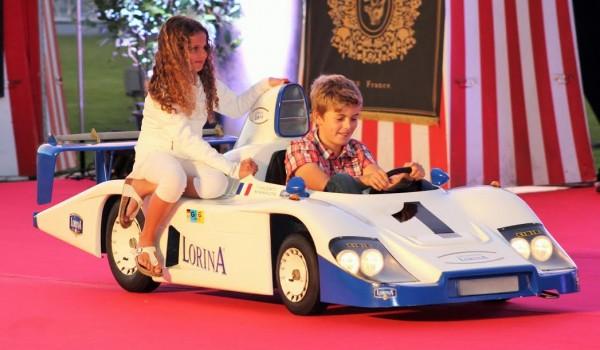 LA-BAULE-2015-Le-défilé-de-mode-des-enfants-en-Porsche-de-course-Photo-Emmanuel-LEROUX