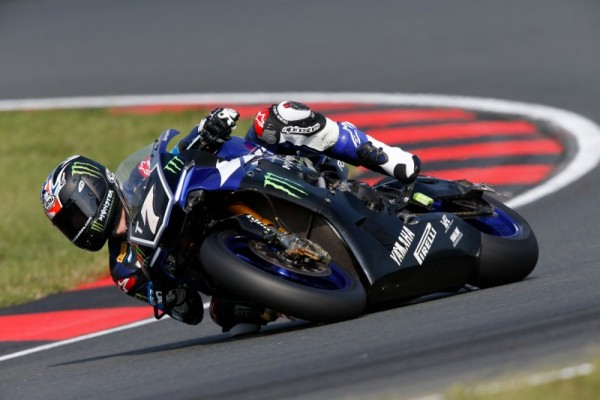 MOTO 2015 ENDURANCE 8 H OSCHERSLEBEN LA YAMAHA MONSTER en pole