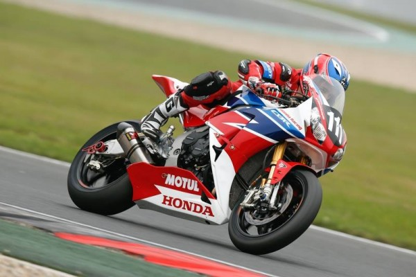 MOTO-2015-ENDURANCE-8-Heures-OSCHERSLEBEN-La-moto-du-Team-HONDA-RACING