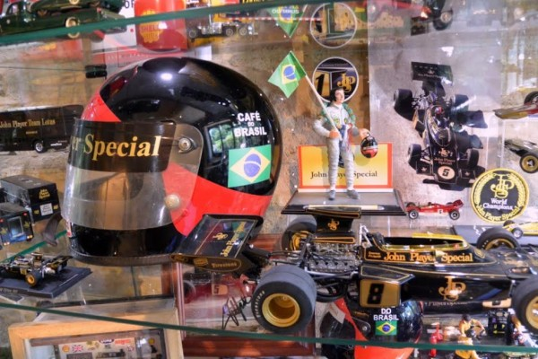 MUSEE-LOTUS-LUBERON-2015-LE-CASQUE-EMERSON-FITTIPALDI