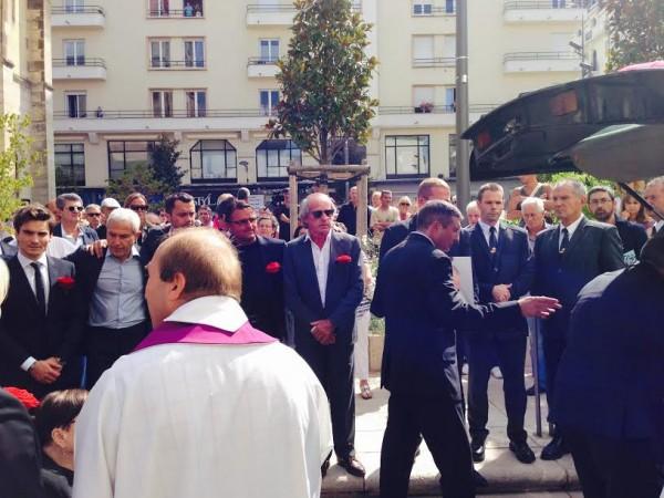 OBSEQUES-DE-GUY-LIGIER-A-la-sortie-de-la-ceremonie-les-pilotes-devant-ALLIOT-ARNOUX-LAFFITE-son-cercueil-Photo-Jean-Louis-BONNEFOND-autonewsinfo.jpg