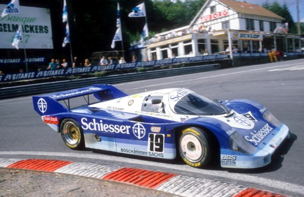 Stefan-BELLOF-1000-KM-SPA-1985-Porsche-956-Son-dernier-passage-au-virage-de-la-Source-avant-l'accident-fatal-©-Manfred-GIET