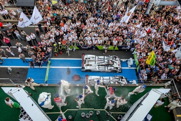 WEC 2015 NURBURGRING Le podium pour le team PORSCHE avec WEBBER BERNHARD et HARTLEY le 30 aout.