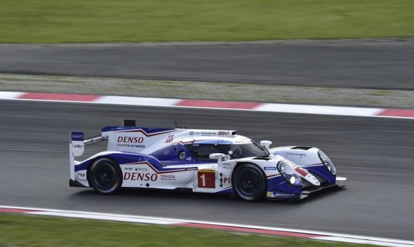 WEC-2015-NURBURGRING-TOYOTA-N°1-Photo-Max-MALKA
