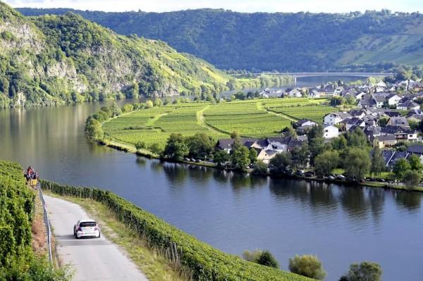 WRC-2015-Avant-Rallye-ALLEMAGNE-VW-POLO-WRC-AMBIANCE-au-bord-de-LA-MOSELLE