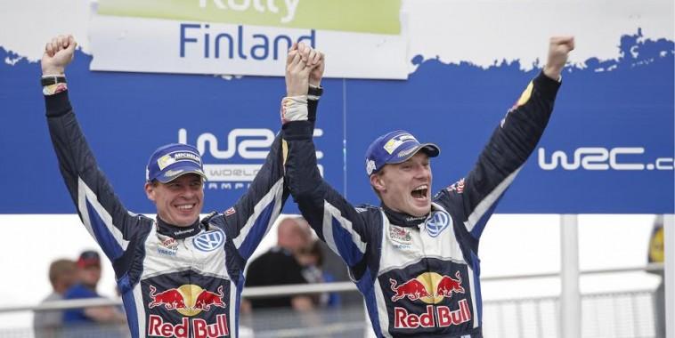RC-2015-FINLANDE-Les-vainqueurs-LATVALA-ANTTILA-VW-POLO-WRC-