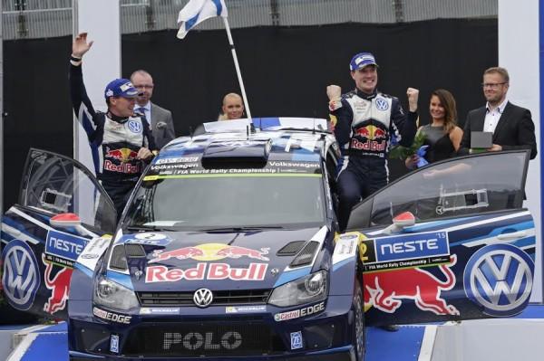 WRC-2015-FINLANDE-Les-vainqueurs-LATVALA-ANTTILA et la VW-POLO-WRC