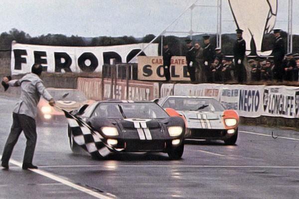 24 HEURES DU MANS 1966- Arrivée triomphale des trois FORD GT 40.