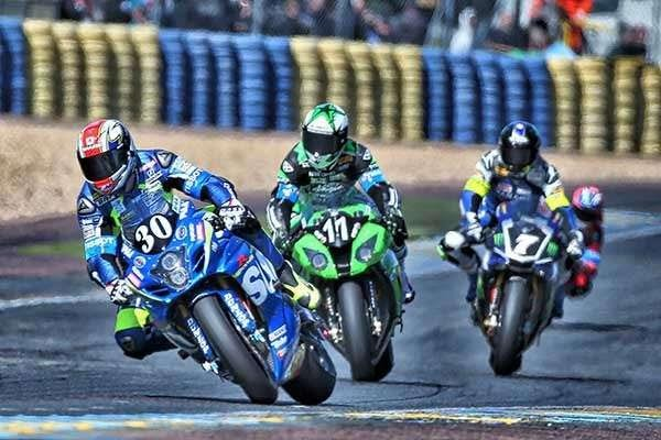 24 HEURESQ DU MANS 2015 - Deja la bagarre Suzuki Kawasaki Yamaha.