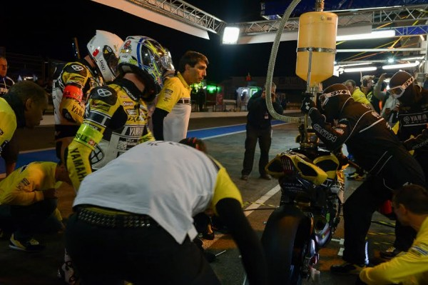 BOL-D-OR-2015-PAUL-RICARD-Ravitaillement-de-nuit-Stand-SUZUKI-Photo-Antoine-CAMBLOR