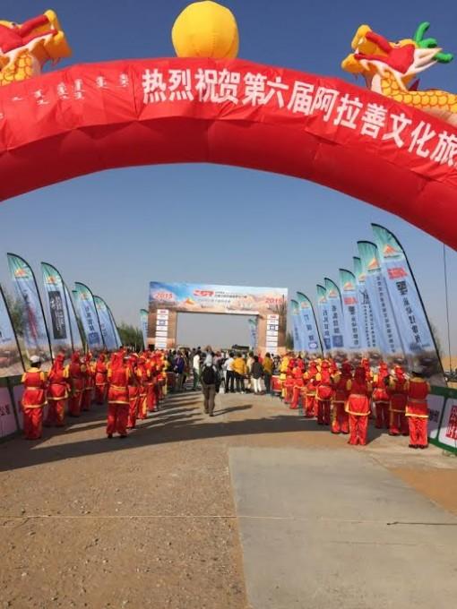 CHINA-SILK-ROAD-RALLY-2015- Ambiance détente aprés annulation troisième étape