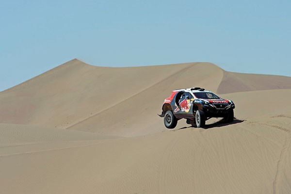 CHINA-SILK-ROAD-RALLY-2015-De-très-hautes-dunes-à-franchir-aujourdhui.j DESPRES CYRIL - CASTERA DAVID - FRA - PEUGEOT 2008 DKR during the 2015 China Silk Road rally, stage 8, from Axla YouQi to Zhang Ye on september 6th 2015, China. Photo Eric Vargiolu / DPPI