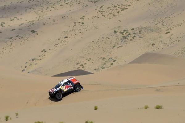 CHINA-SILK-ROAD-RALLY-2015-Le-2008-DKR-a-l-aise-dans-les-dunesDESPRES CYRIL - CASTERA DAVID - FRA - PEUGEOT 2008 DKR during the 2015 China Silk Road rally, stage 5, from E Ji Na Qi to Axla Zochi on september 3rd 2015, China. Photo Eric Vargiolu / DPPI