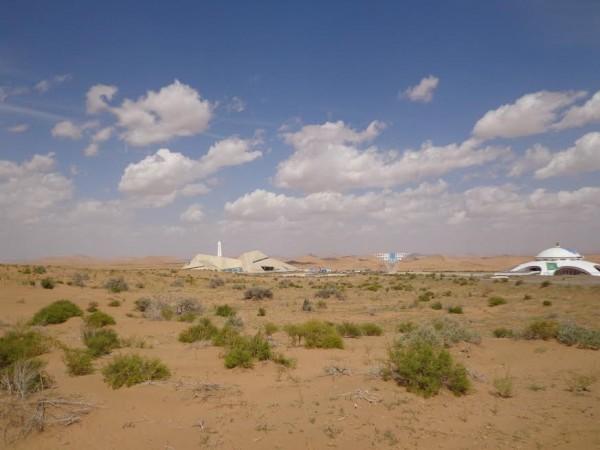 CHINA-SILK-ROAD-RALLY-2015-Le-Desert-Museum-parfaitement-intégré-dans-le-paysage.