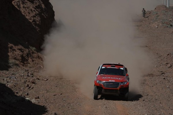 CHINA-SILK-ROAD-RALLY-2015-Le-vainqueur-de-la-1ére-étape-le-Chinois-HAN-HAN-WEO-Photo-ERIC-VARGIOLU-DPPI.