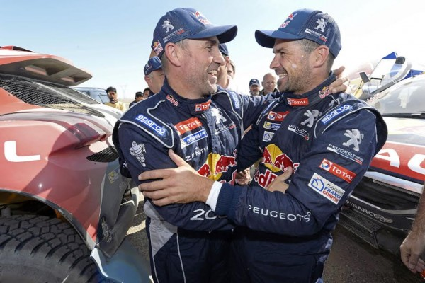 CHINA SILK ROAD RALLY 2015 - STEPHANE PETERHANSEL et CYRIL DESPRES Heureux apres leur doublé. Photo Eric Vargiolu / DPPI