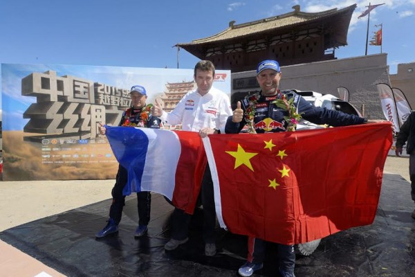 CHINA-SILK-ROAD-RALLY-2015-STEPHANE-PETERHANSEL-et-JEAN-PIERRE-COTRET-avec-BRUNO-FAMIN Photo Eric Vargiolu - DPPI