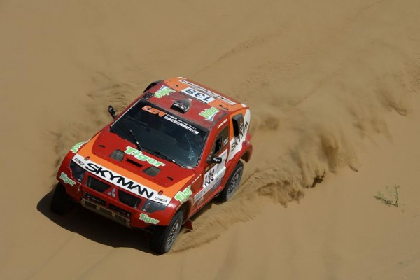 CHINA-SILK-ROAD-RALLY-2015-Un-Mitsubishi-Pajero-ex-Repsol-sur-lequel-a-couru-Alphand-aujourdhui-en-Chine ZHAO QI YU - WANG SHAOWEI - CHN - MITSUBISHI MPR13 during the 2015 China Silk Road rally, stage 2, from  Zhong Wei to Tian E Lake on august 31th 2015, China. Photo Eric Vargiolu / DPPI