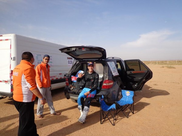 CHINA-SILK-ROAD-RALLY-2015-Monleon-Hernandez-avant-le-départ-ce-matin.
