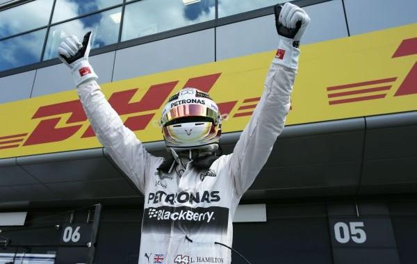 F1 2015  SILVERSTONE  HEUREUX LEWIS HAMILTON apres sa victoire au BRITISH GP