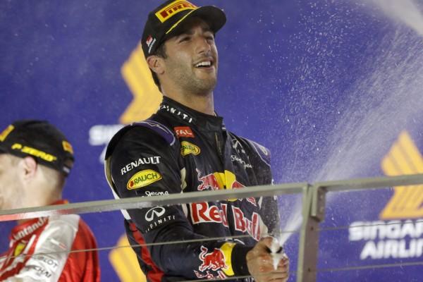 F1-2015-SINGAPOUR-DANIEL-RICCIARDO-SECOND-RETROUVE-LE-SOURIRE
